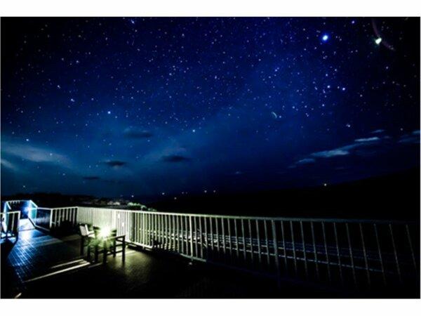三原山テラス(イメージ) 晴れていれば夜には満天の星空を眺めることができます。