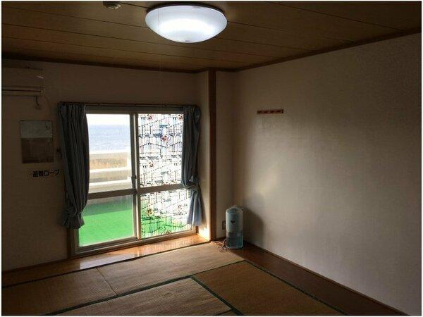 客室の一例(イメージ) 全室オーシャンビューのシンプルな客室です。窓の外には大島の海が!