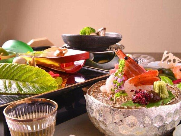 オリジナル懐石料理一例。料理長が丹精込めて作り上げた自慢のお料理です!