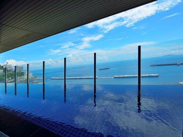 男性用の絶景露天風呂。海を見ながらゆったりとバスタイムをお楽しみください。