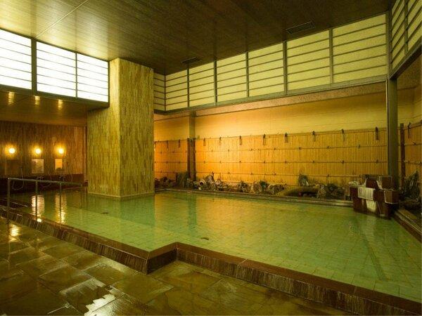 本館地下2階の大浴場。当ホテルには「2つ源泉」「3か所のお風呂」で熱海温泉が楽しめます。