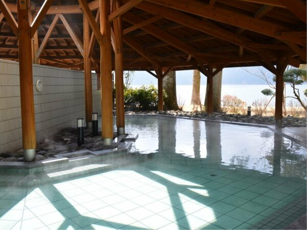 芦ノ湖を望む露天風呂