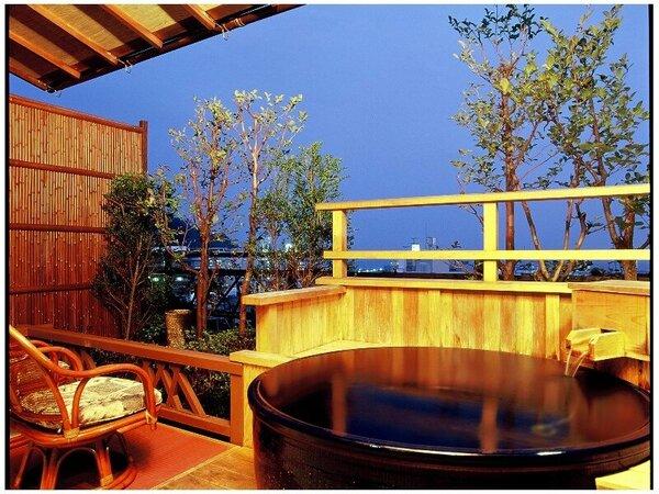 素翁亭客室一例。信楽焼の露天風呂完備。※間取り等は客室毎に異なります