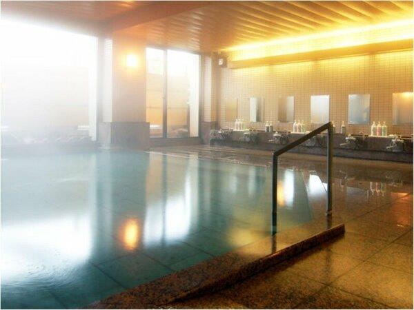 自家源泉の大浴場 天神の湯です。お湯は贅沢な掛け流しになっております。