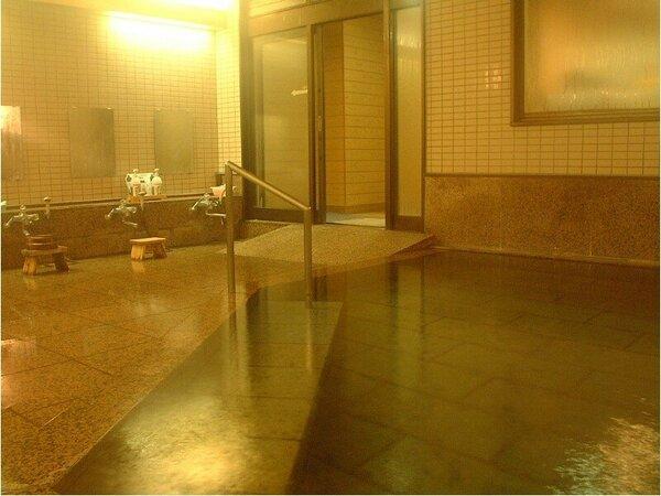 内湯/バリアフリーでお子様からお年寄りまで入りやすいお風呂です。