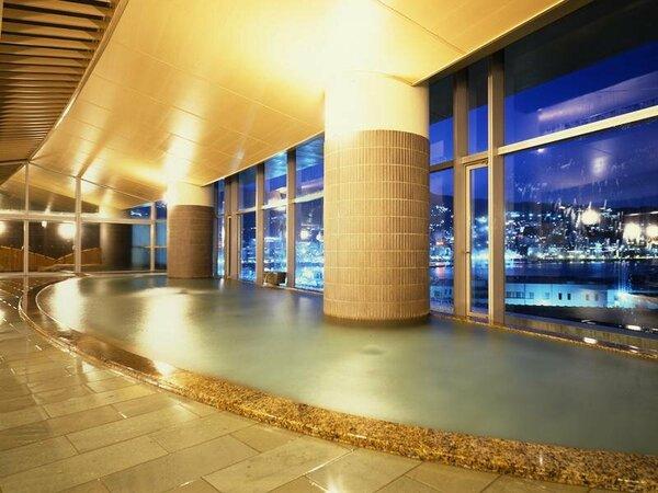 夜景と海を一望できるタワー館「海望の湯」