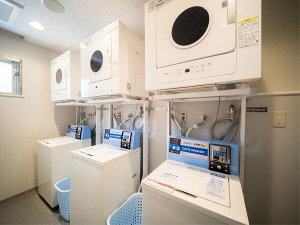 コインランドリー 洗濯は1回200円 乾燥機は無料です。 洗剤も無料で設置してます。