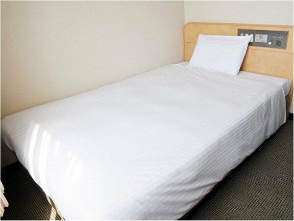 【シングルルーム】 広々と使えるベッド!