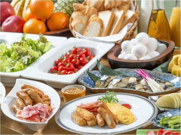 和食、洋食を織り交ぜた朝食ブッフェ