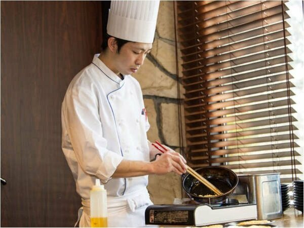 朝はレストランにてシェフのふわふわオムレツが食べられます