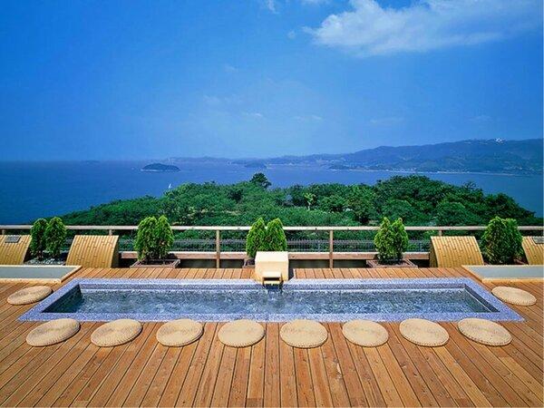 天空露天風呂『天音の湯』の足湯。三河湾を眺めながらゆっくり流れる時間をお楽しみ下さい。