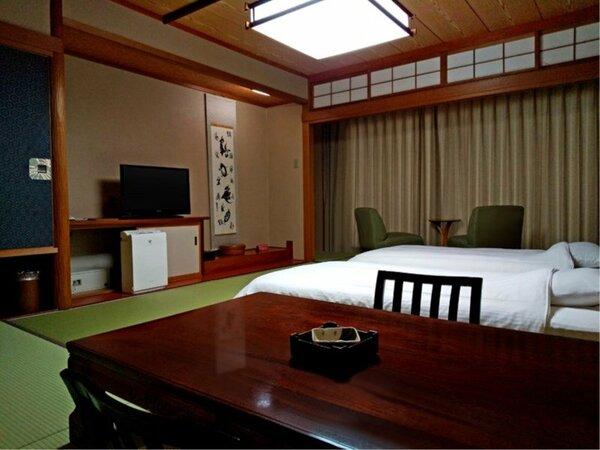 【香扇閣】一般客室に和ベッドをご用意。和の趣と機能性を兼ね備えた和室です。 ※一例