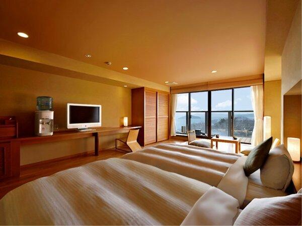 【香扇閣】 お洒落なデザイン性と機能性を備えた洋室タイプのお部屋、デッキには足湯があります。
