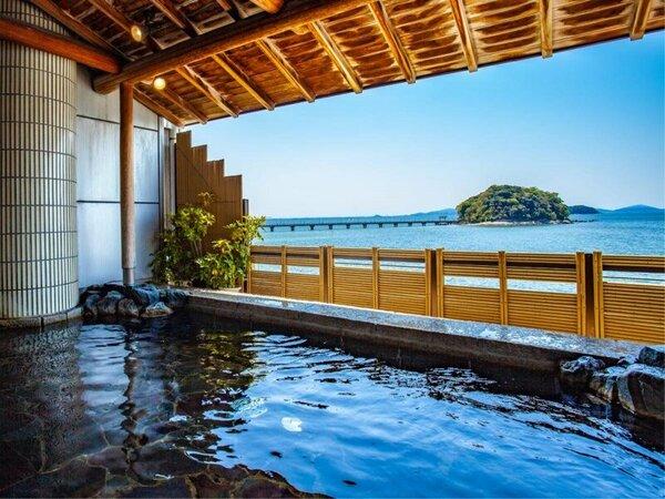 ~女性露天風呂 うららの湯~ 大浴場内から入れる露天風呂。眼前に広がる三河湾と竹島の眺望を。