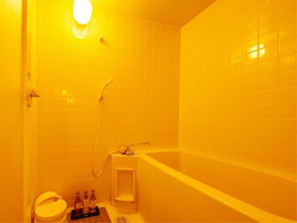~洋室ツイン バス~ バス洗面とトイレは別となり、ご家族利用でも楽にご利用頂けます。