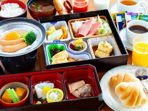 ~朝食 和洋セット膳~ 和食や洋食など様々なお料理をセットで提供。内容は季節によって異なります。