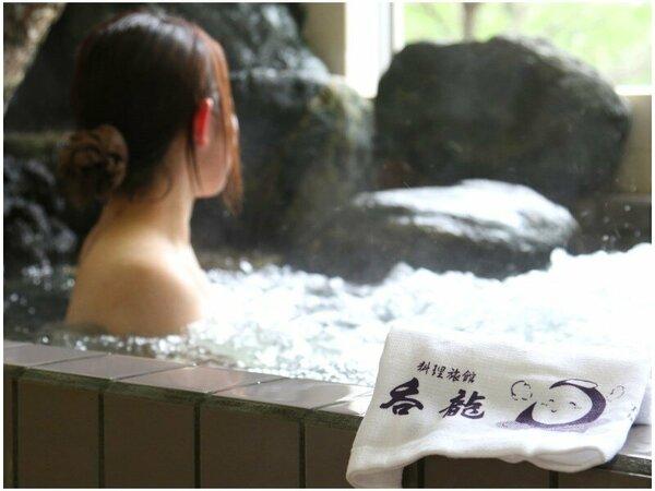 「瑞祥の湯」岩から流れ出る温かいお湯は、泡風呂となり、心地よい刺激が身体をほぐします。