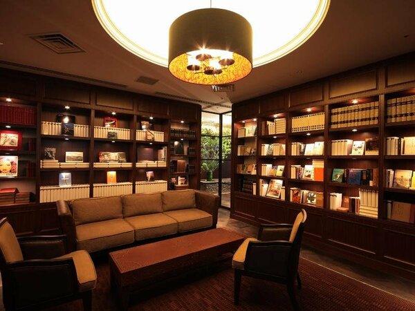 クラブフロア ライブラリー 様々なジャンルの本を備えたライブラリーです。