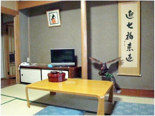 *【部屋】8畳の和室は落ち着いた雰囲気で、ゆったり過ごすにはちょうどいいです♪