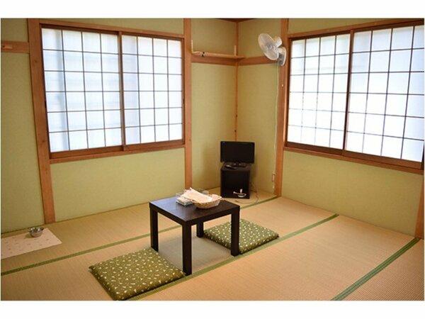8畳の和室でゆったり凄しませんか。4名様までお泊りいただけます。南向きのお部屋でリラックスできます。