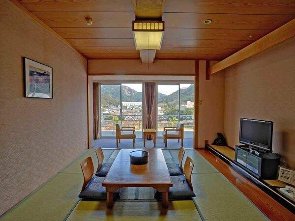和室・山側 『10畳』 落ち着いた雰囲気で心身ともにリラックスできる癒しの空間です。