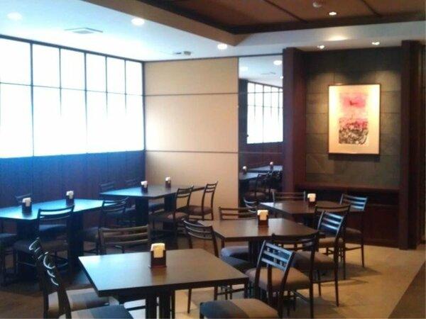 清風亭のメインダイニングは72席、個室利用可能な「風雅」が30席ございます。