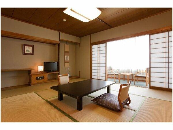 和室(8~10畳)、シャワールーム、ウォシュレットトイレ、薄型デジタルテレビ、WI-FI(無料)