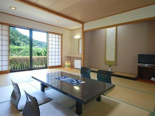 和室15畳です。広めのお部屋ですので『ゆっくりできる』とのお声をいただいています。
