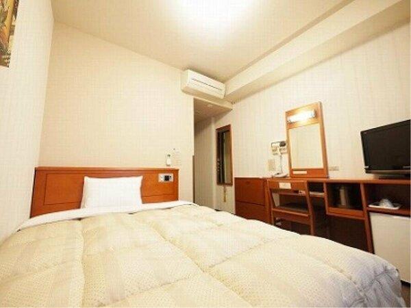 【シングルルーム】ベッドサイズ140×196(cm) 全室無料インターネット回線完備