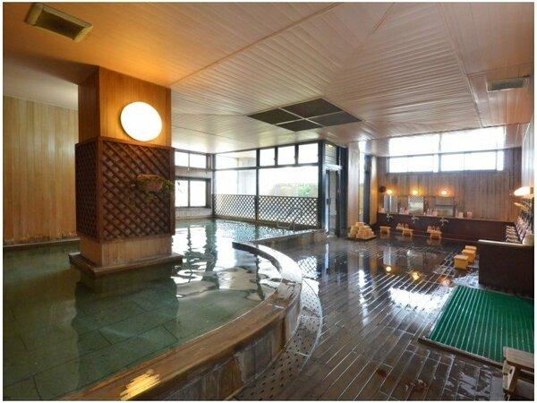 大浴場では、由緒ある源泉の湯を、加水なしで最高品質のまま楽しむことができる。