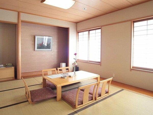 ゆったりとお寛ぎいただける純和風な和室のお部屋。