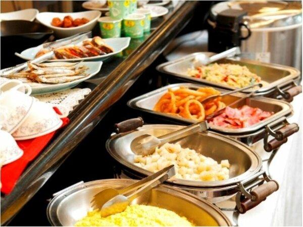 スクランブルエッグ、ミニオムレツ、しゃけ塩焼き、スープなど多様にご用意しております!