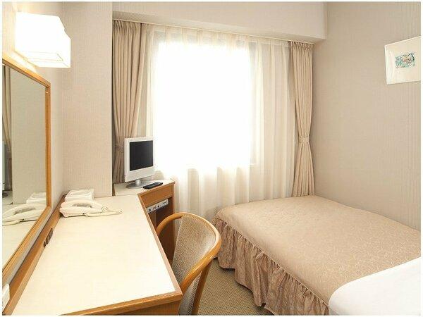 【シングルルーム11平米】優しい明りと清潔で落ち着いた空間です。