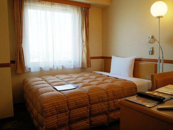 【シングルルーム】140cmの広いベッド♪明るく清潔な客室♪ごゆっくりお過ごしください。