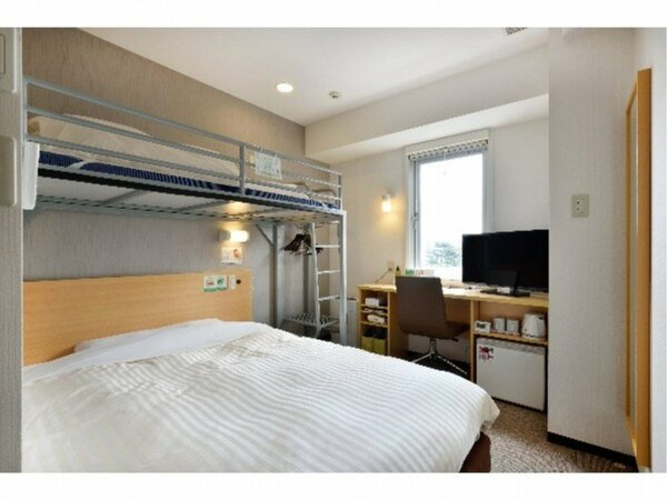 スーパールーム:150cm幅のワイドベッドと90cm幅のロフトベッドがあるお子様に人気のお部屋です☆