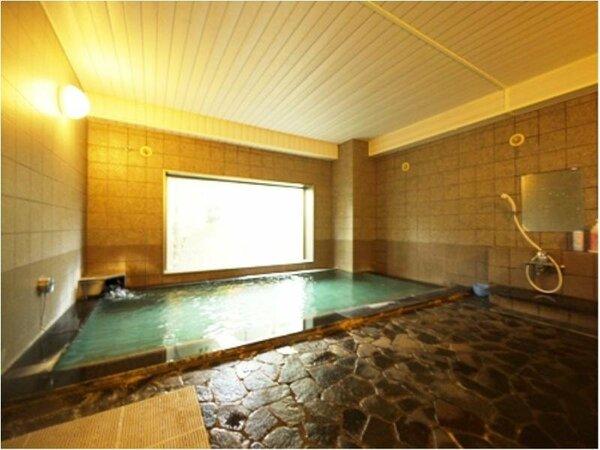 <活性石人口温泉大浴場>男女入替制。足をのばして、ゆ~っくり日頃の疲れを癒してください!