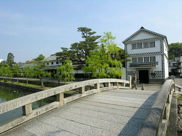 *【倉敷美観地区】白壁が印象的な倉敷考古館。倉敷川のほとりにございます。
