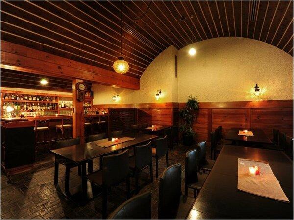 バー「パブ赤煉瓦」の室内