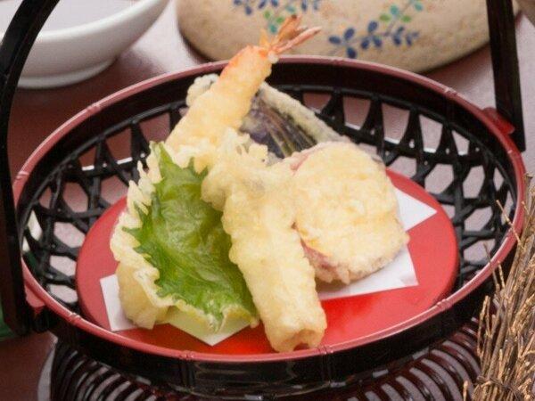 <エビと季節野菜の天婦羅>お家だと後片付けなど大変な天ぷらも旅行先なら楽々♪