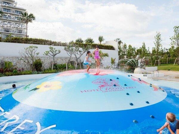 【屋外プール/バブルヒル】この夏登場したバブルヒルは、子供たちに爆発的な人気!