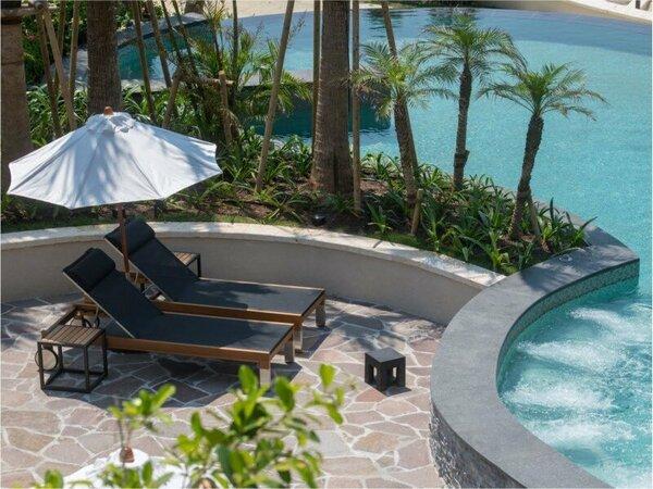 敷地内には、インドアプール、グスクプール、の屋内外プールがございます。