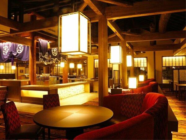 【レストラン‐丸忠】極上の逸品が出来上がる光景を眺めながら、ゆったりお食事を楽しむことができる空間。
