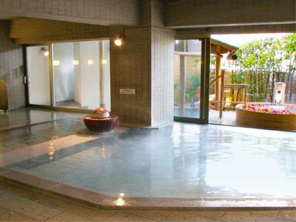 【女性大浴場】解放感あふれる空間で温泉を満喫――
