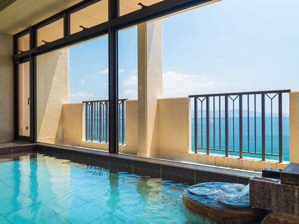 鳴門海峡が見渡せる展望風呂