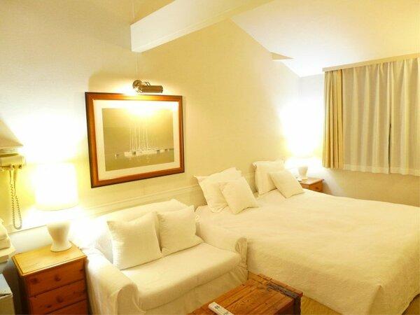 南欧風な清潔感のある201号室です。