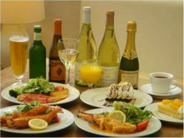 カフェレストランではバラエティー豊かな料理を楽しめます。