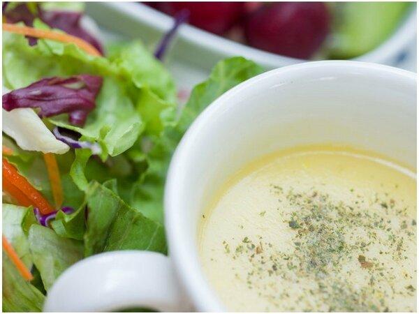 *ご朝食一例/季節のスープと地元で採れたお野菜を。