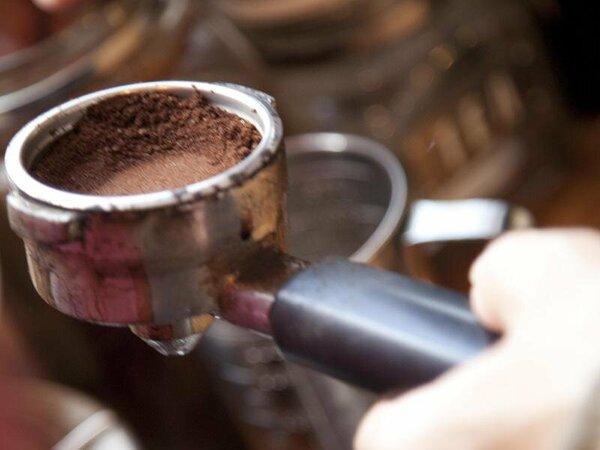 *1Fのカフェでこだわりコーヒーはいかが?