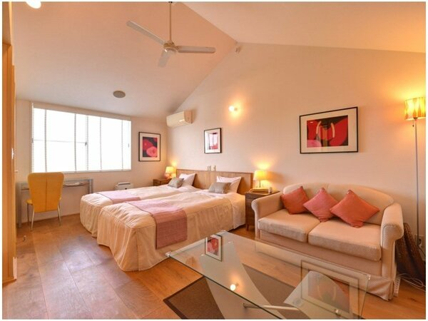 *ハリウッドツイン(203)/清潔に設えたベッドで心地よい眠りを。ごゆっくりお寛ぎ下さい。