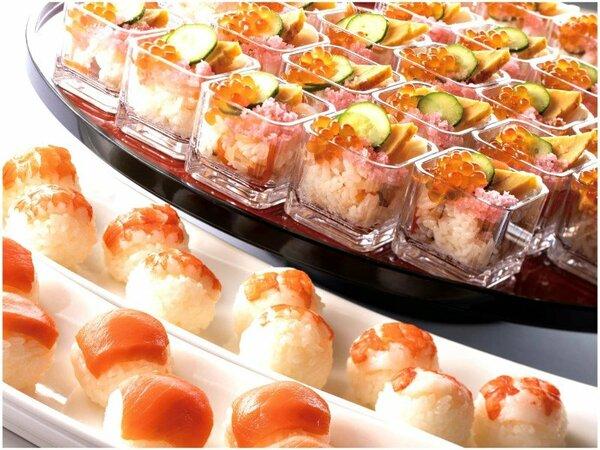 THE GUNJO RESTAURANTのディナータイムはブッフェスタイルで和と洋、色々な料理をお楽